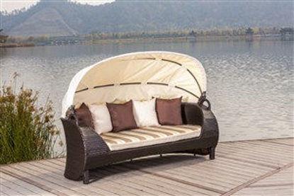 Immagine di divano lounge in polirattan&alluminio misure cm. l.200 p.90 h.70, copertura in poliestere 180g/m2, cuscino seduta in poliestere spessore cm.7 + 5 cuscini poggiaschiena misure cm. 45x45