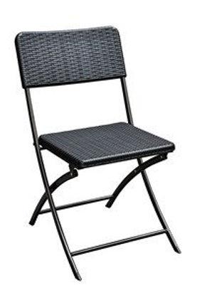 Immagine di sedia pieghevole in acciaio e rattan, poco ingombro e design alla moda. il color nero e il rattan intrecciato conferiscono a questa sedia un aspetto elegante, adatto ad ogni tipo di tavolino da esterno. 44x82x54cm.